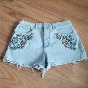 Forever 21 | Floral embroidered jean shorts